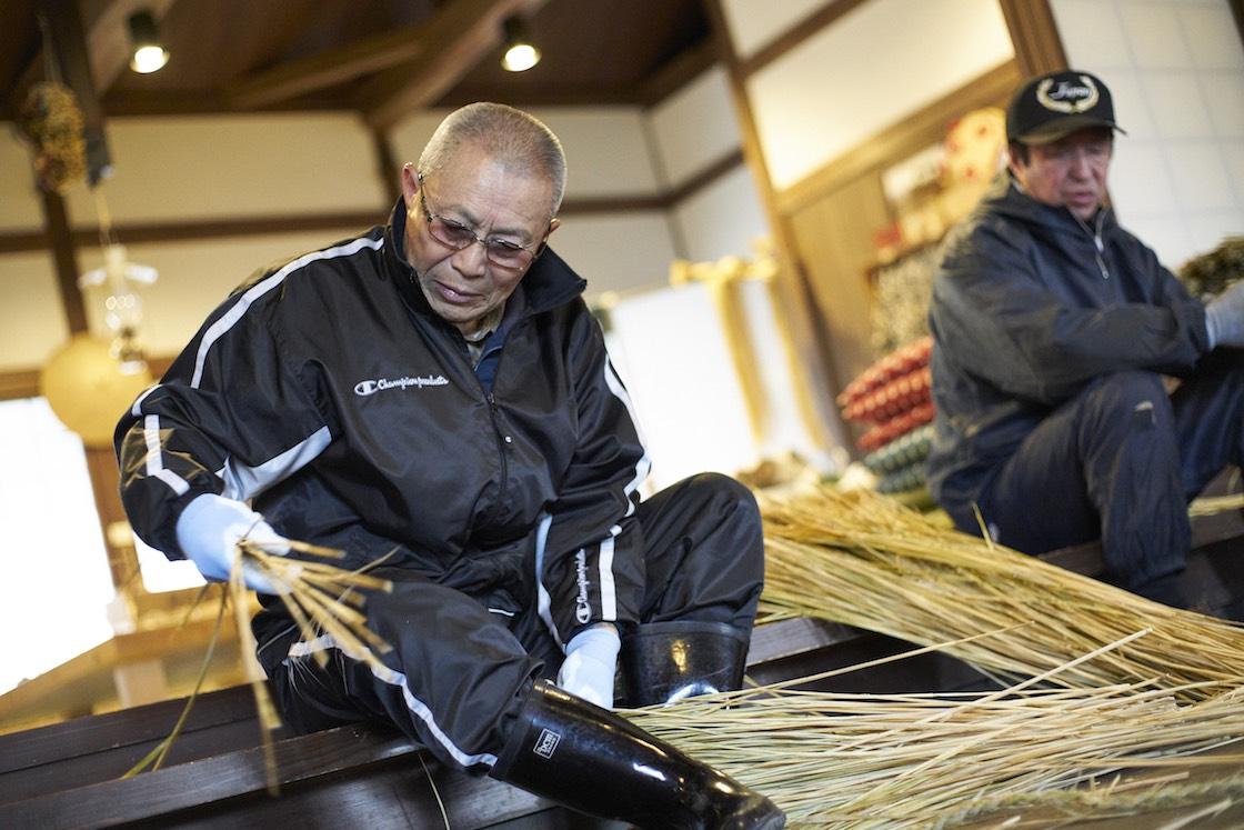 伝承会では他にも行事の伝統を守るため、他の地区の稲ワラ確保、時にはケデ編みも引き受けているそうです