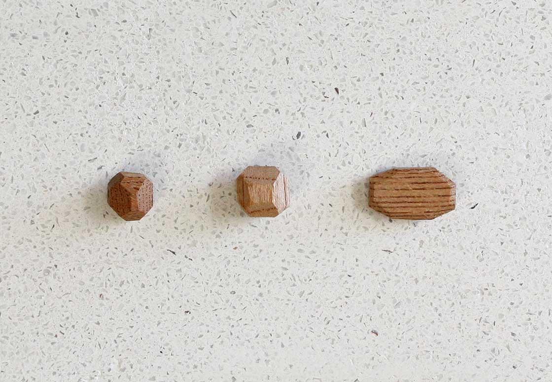 仏師が彫った木珠