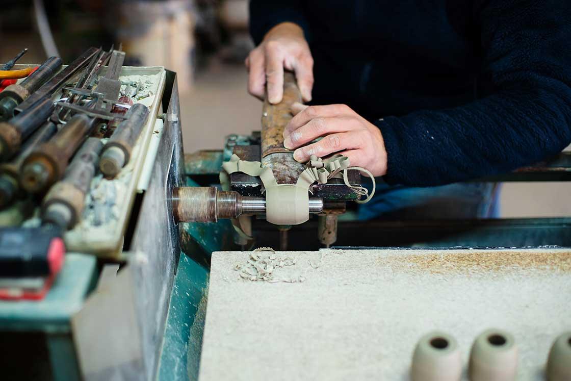 オリジナルの道具で削っていきます