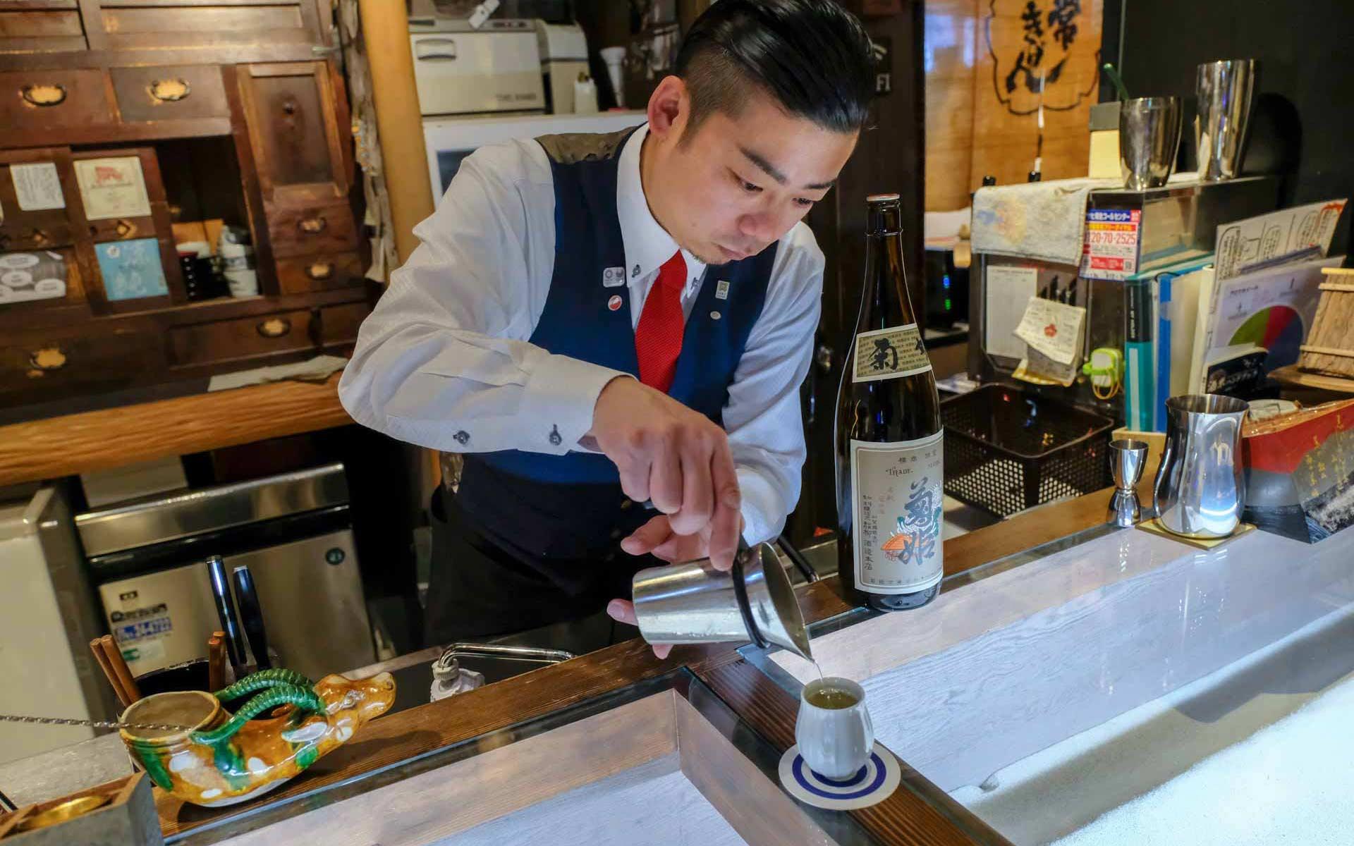 日本酒と相性のいい酒器の選び方。和酒バーのマスター・下木さんに教わった「器のタイプ」の奥深さ
