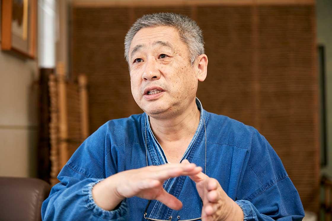 京都伝統工芸大学校  教務部長・陶芸専攻の工藤良健先生