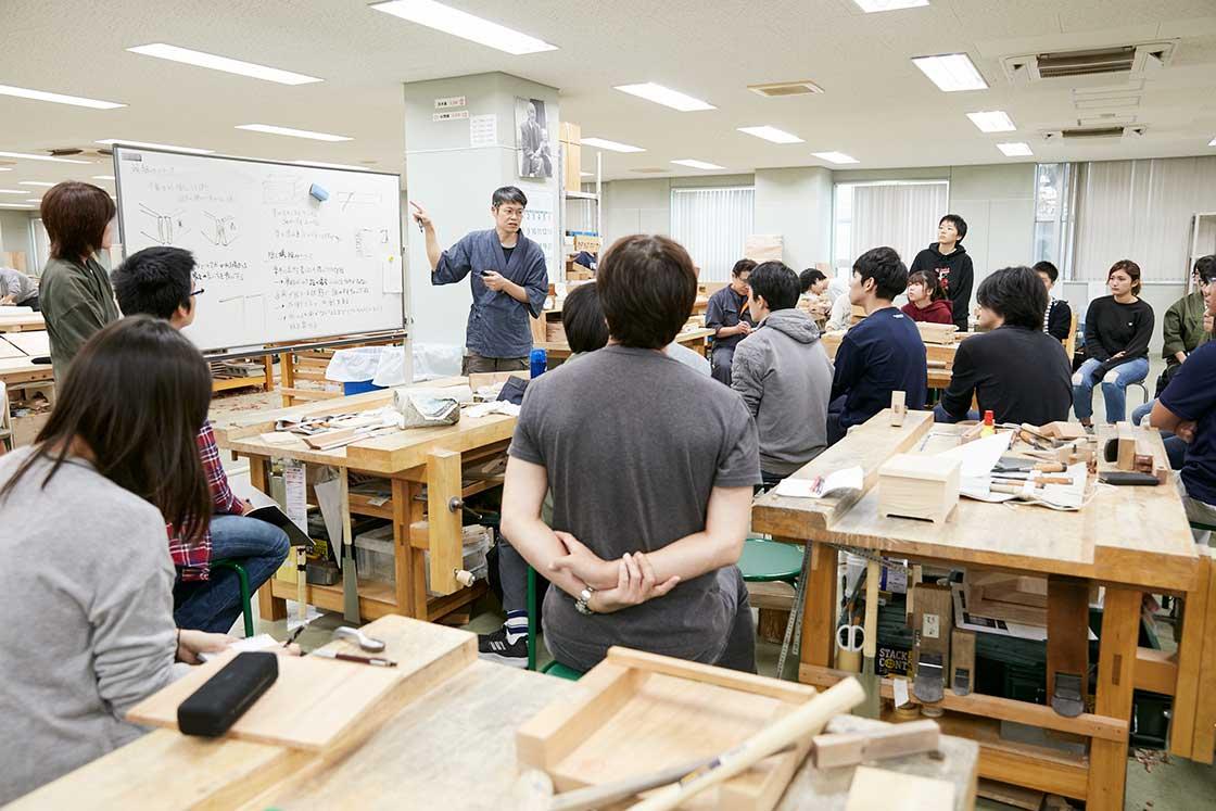 京都伝統工芸大学校での授業の様子