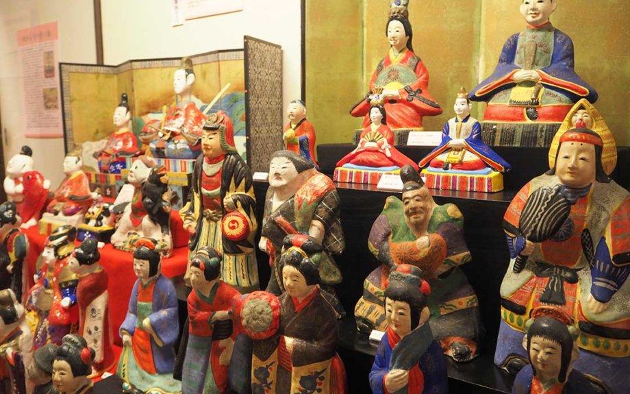 昔のひな飾りは自由だった。全国屈指のひな人形コレクション公開中