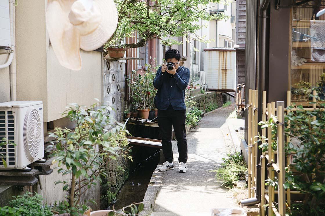 金沢の風景を撮影する山本さん