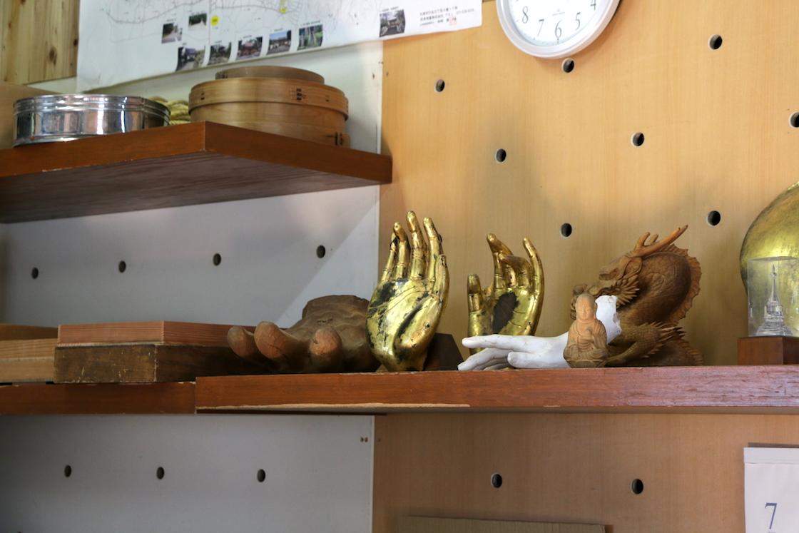 工房に保管してあった、仏像の手の模刻作品。ちょっとした指の曲げ具合でも、印象が変わりそうです