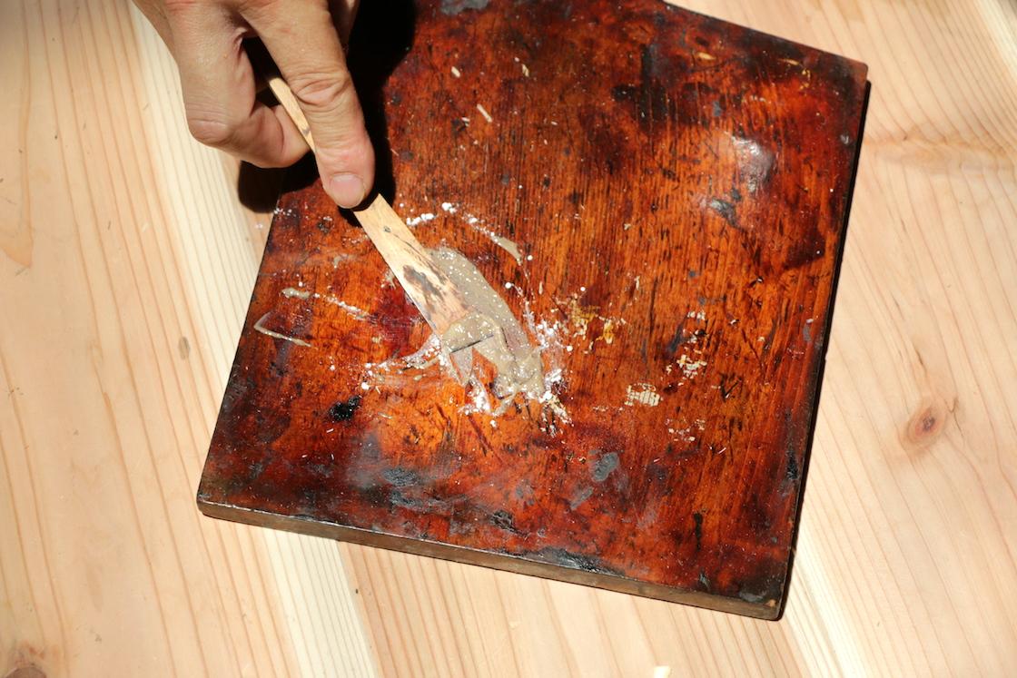 乾漆の布張りに用いる、漆と木屑を混ぜ合わせたもの