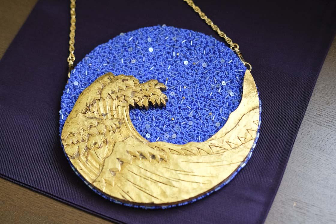 鎌倉彫とオートクチュール刺繍を使ったクラッチバッグ