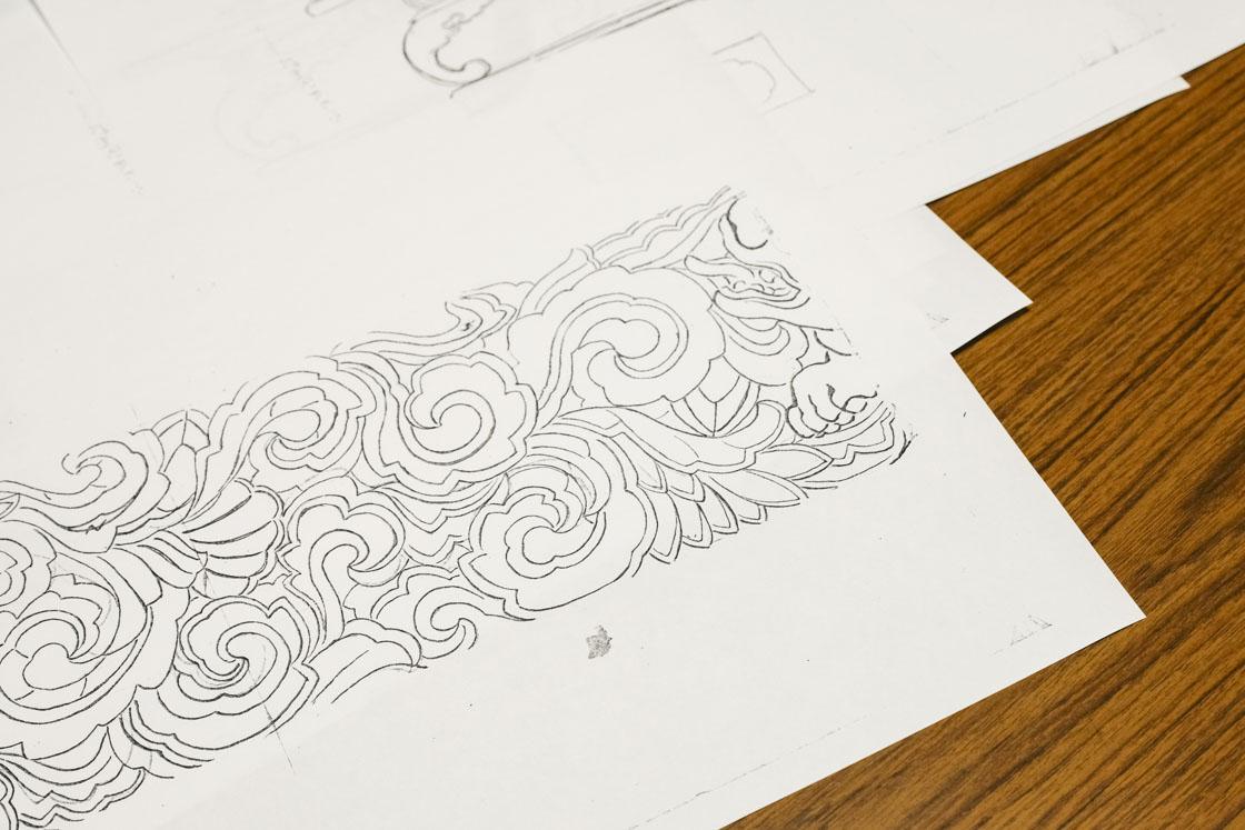 デザインを設計図に落とし込んでから、彫る作業に移ります。