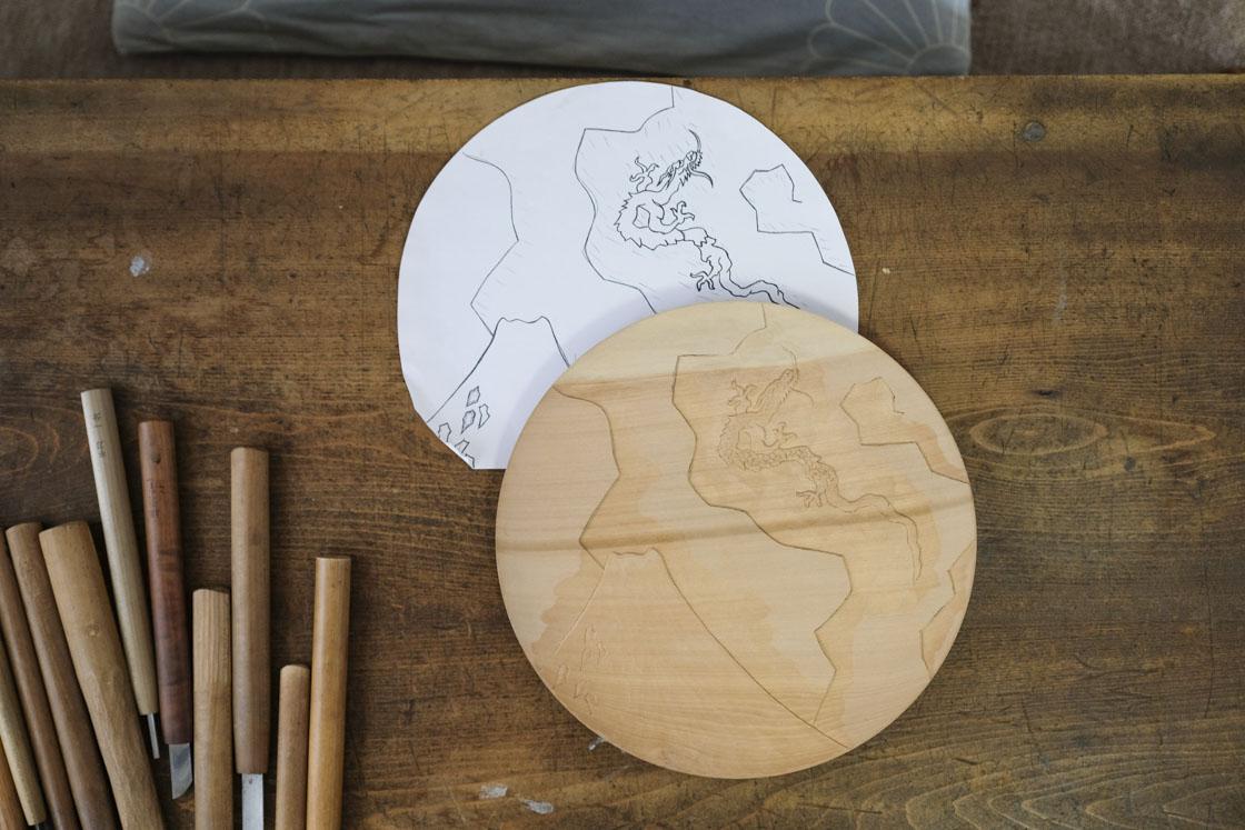 北斎の富士山と龍をモチーフにしたお皿は、設計図からこのように。