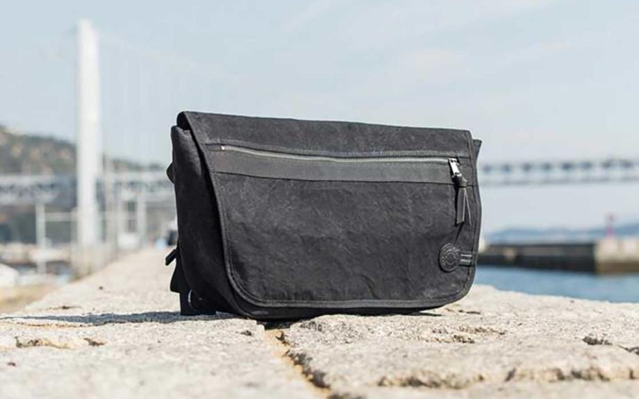 倉敷の帆布屋がつくる、撥水性に優れたメッセンジャーバッグ
