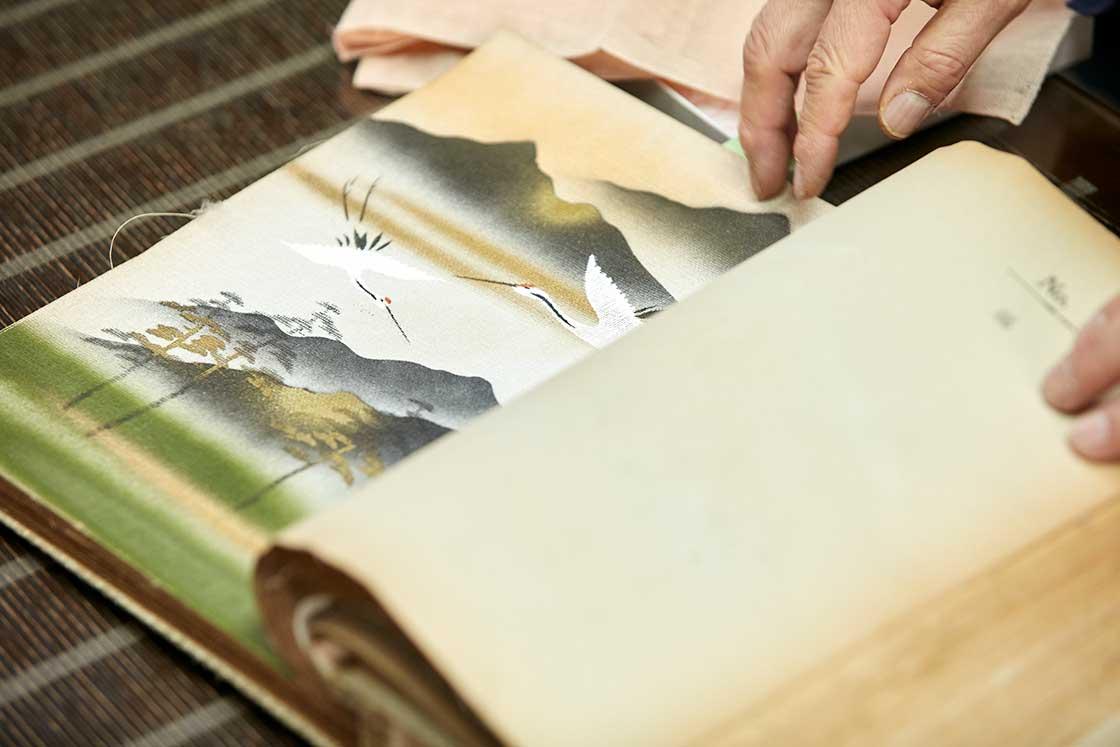 見せていただいた襖のサンプル。こういうデザイン、家の居間や旅館などで見たことがあるかも?