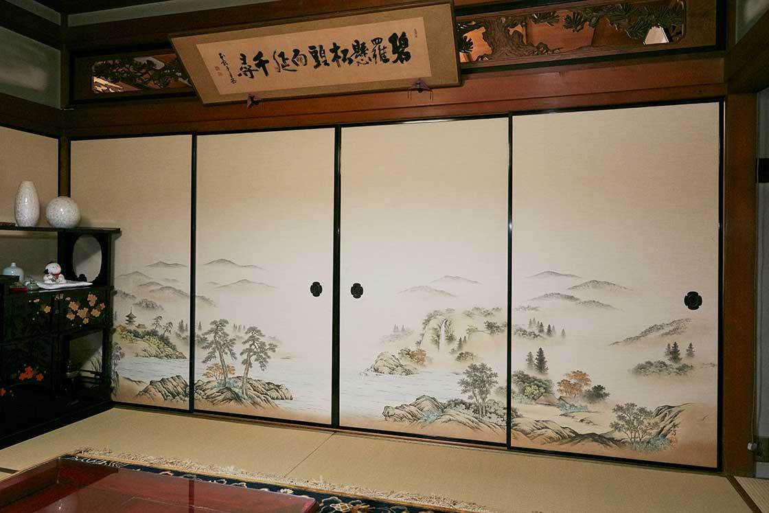 特別に小嶋さんのご自宅で見せていただいた、伝統的な「襖」の姿