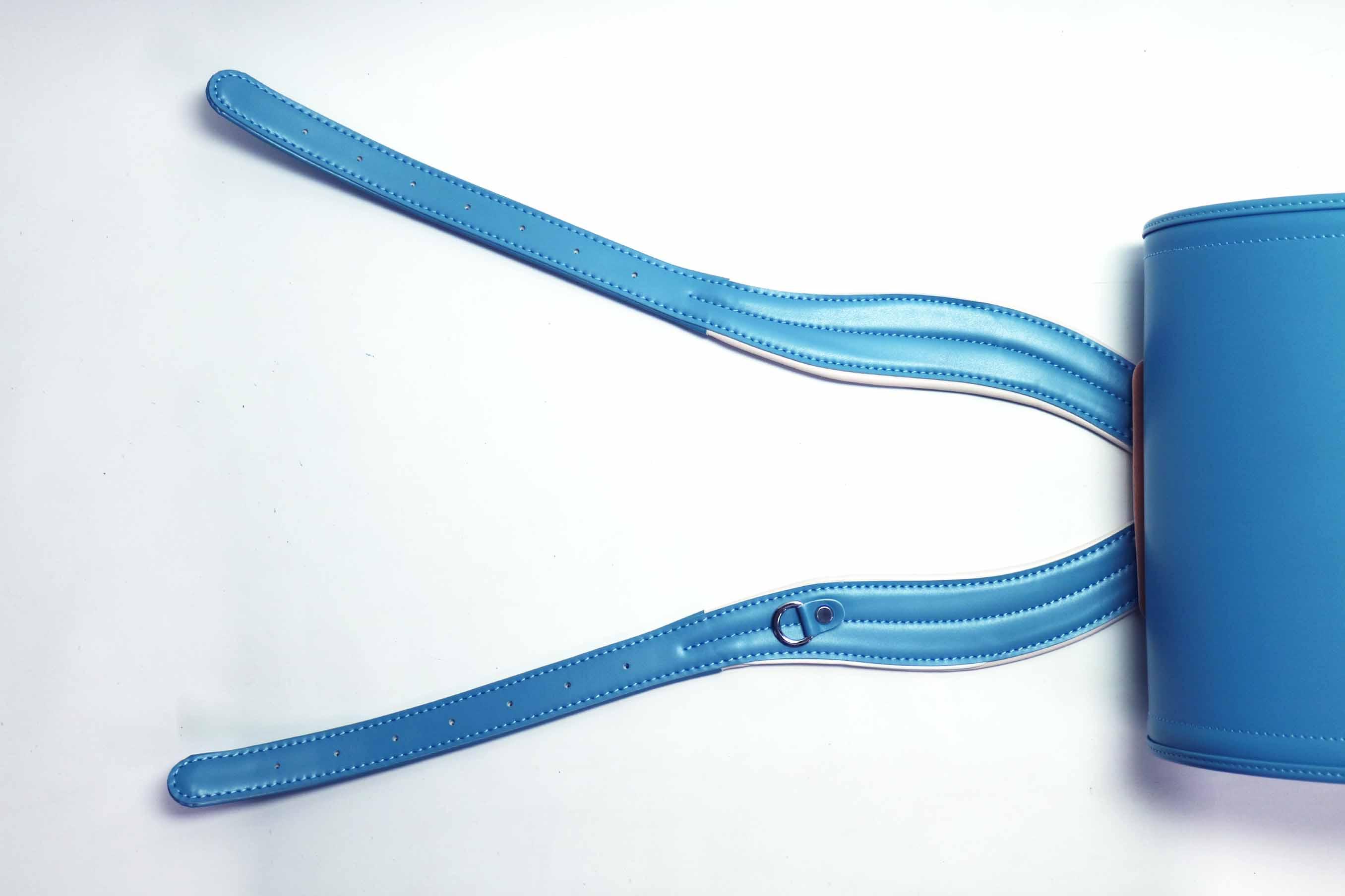 体が痛くなく、フィットして背負いやすいようにカーブを加えたベルト