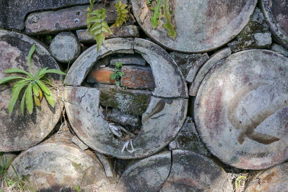 ちなみに、小径で見たこの大きな筒状のものは、商品が焼成中に傷つかないよう、中に壺などを入れて一緒に焼くための道具だそう