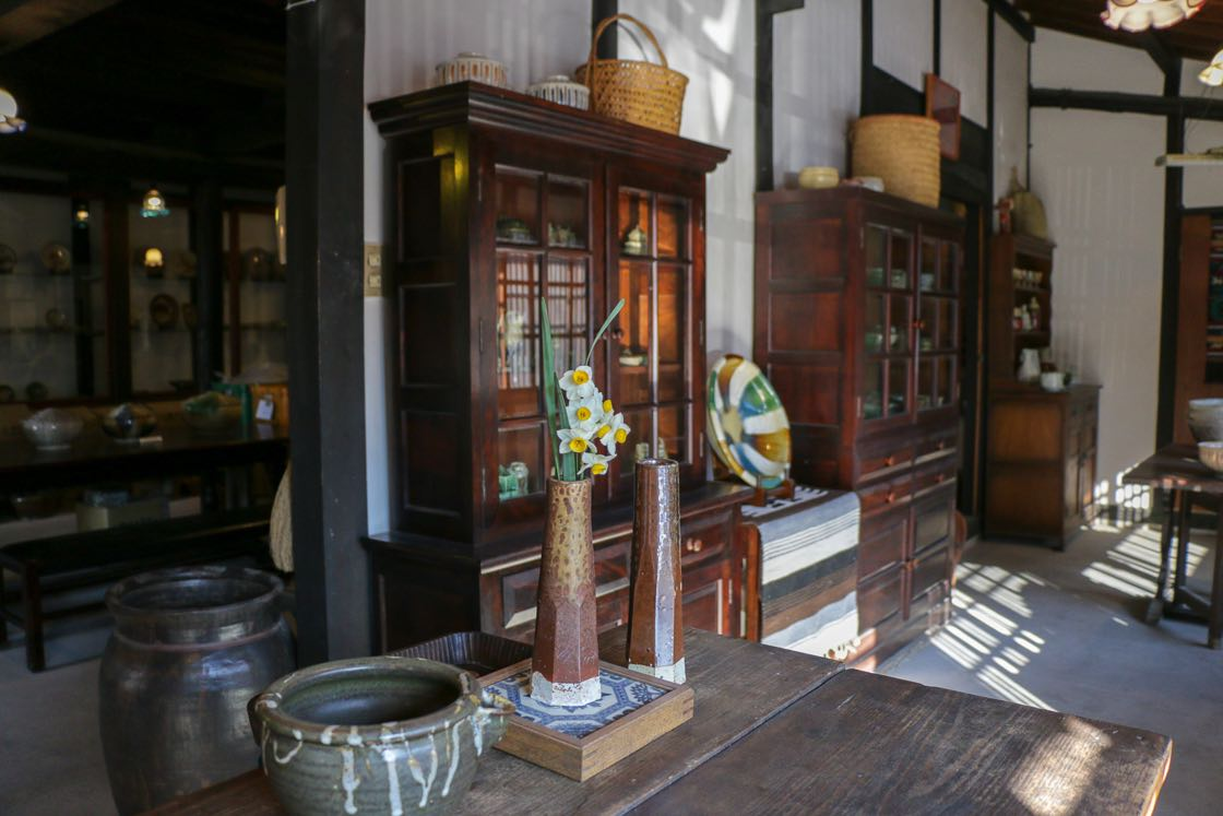 瀬戸本業窯さんの資料館。土日祝のみ開館する