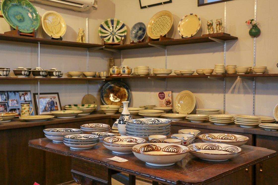 ギャラリーでは、伝統ある瀬戸本業焼を実際に手に取って見ることが出来る