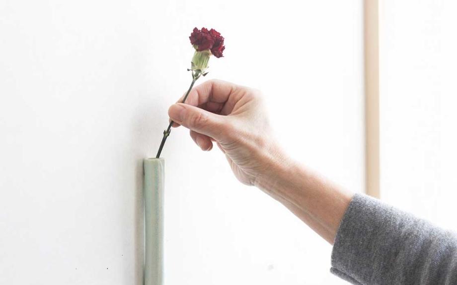 壁にくっつく清水焼の花器「TUKU(ツク)」 母の日のギフトセットを販売