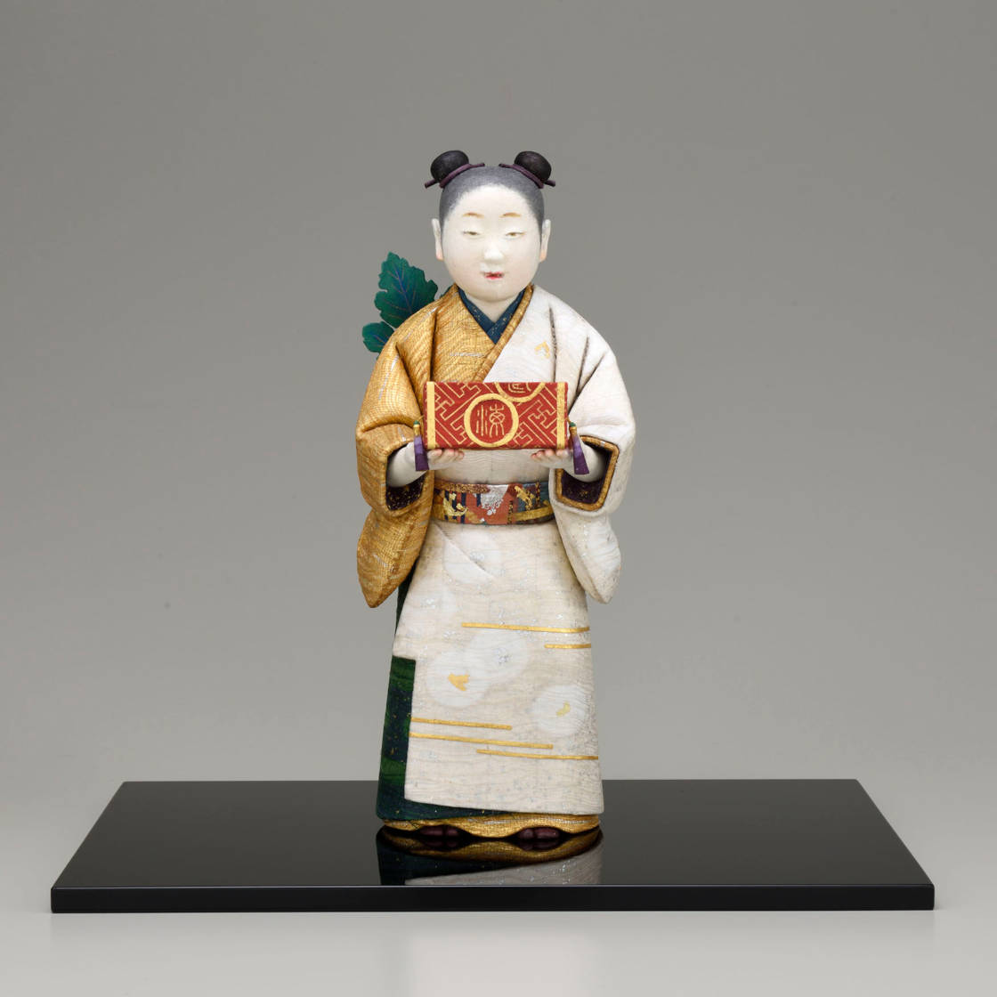 林 駒夫 木芯桐塑和紙貼装「菊慈童」 11×14×高さ27㎝