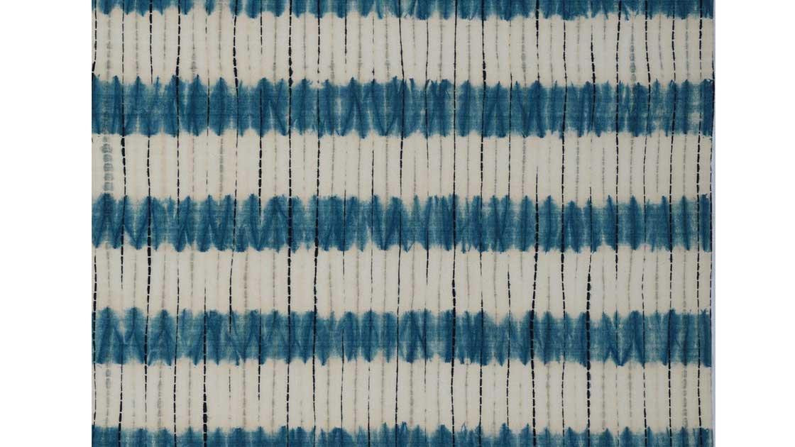 片野元彦の片野絞り 木綿地藍染筋立段紋折巻絞広巾