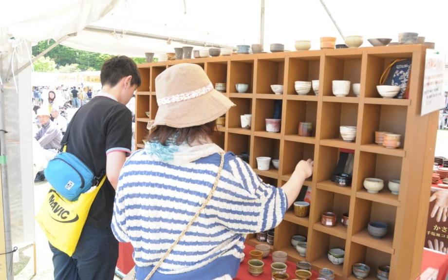 GWは、東京から2時間で行ける陶器市へ。200以上のブースが並ぶ「笠間の陶炎祭」