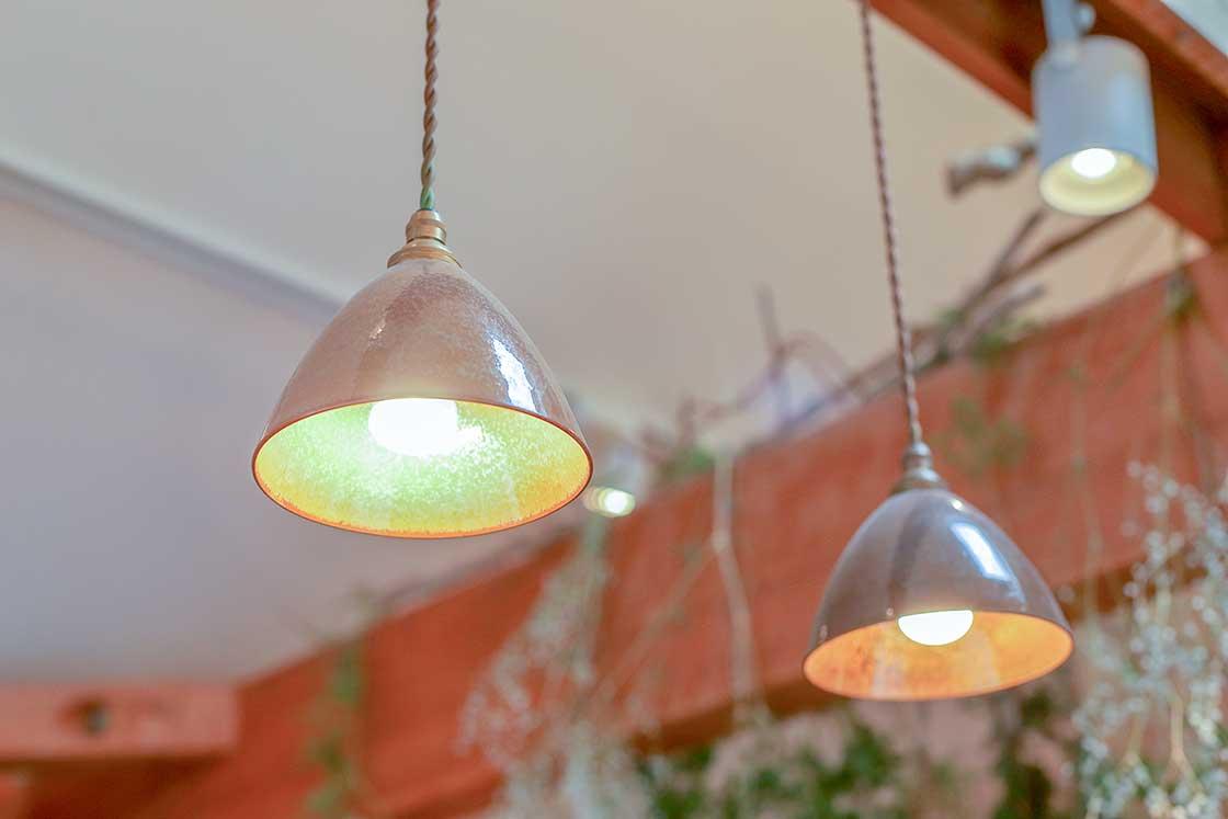 オリジナルのランプも陶器製