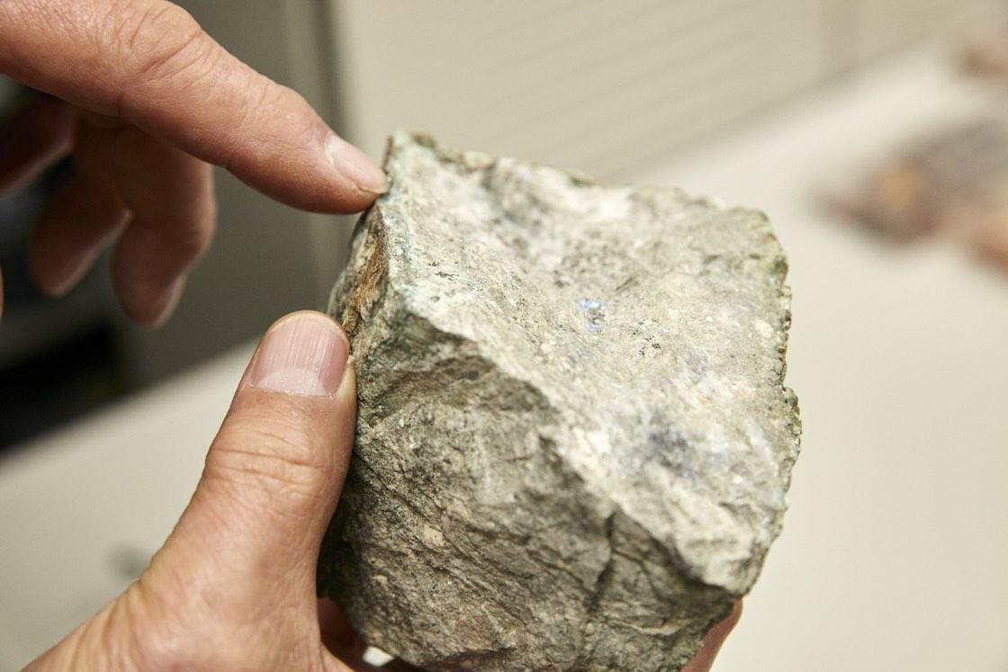 岩に含まれる鉱物も、貴重な色の素です