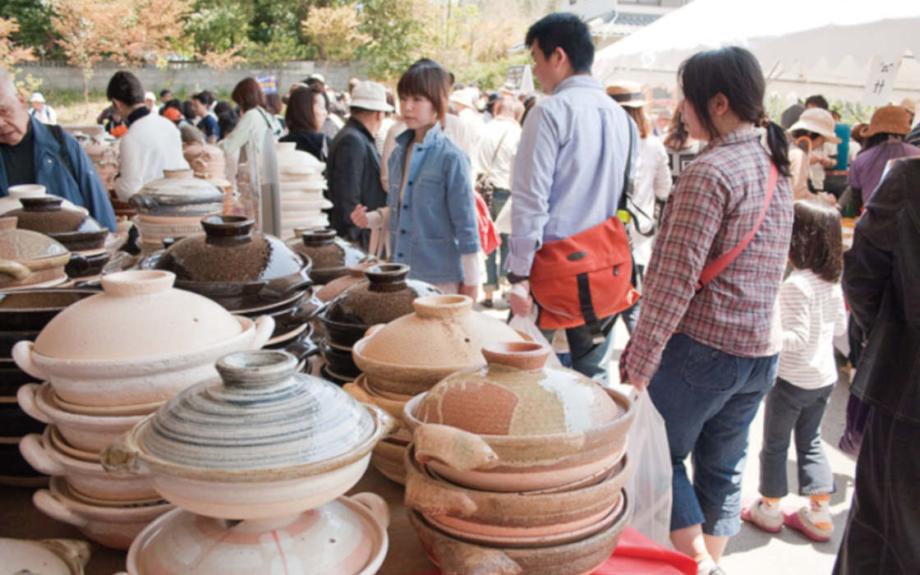 伊賀焼・長谷園(ながたにえん)の「窯出し市」まもなく開催!10万点のアウトレット品が並ぶ人気イベント