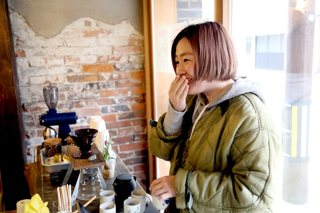 現在大菅さんからお店の店長を任されている荒幡さん。商品の仕入れも一緒に行っている
