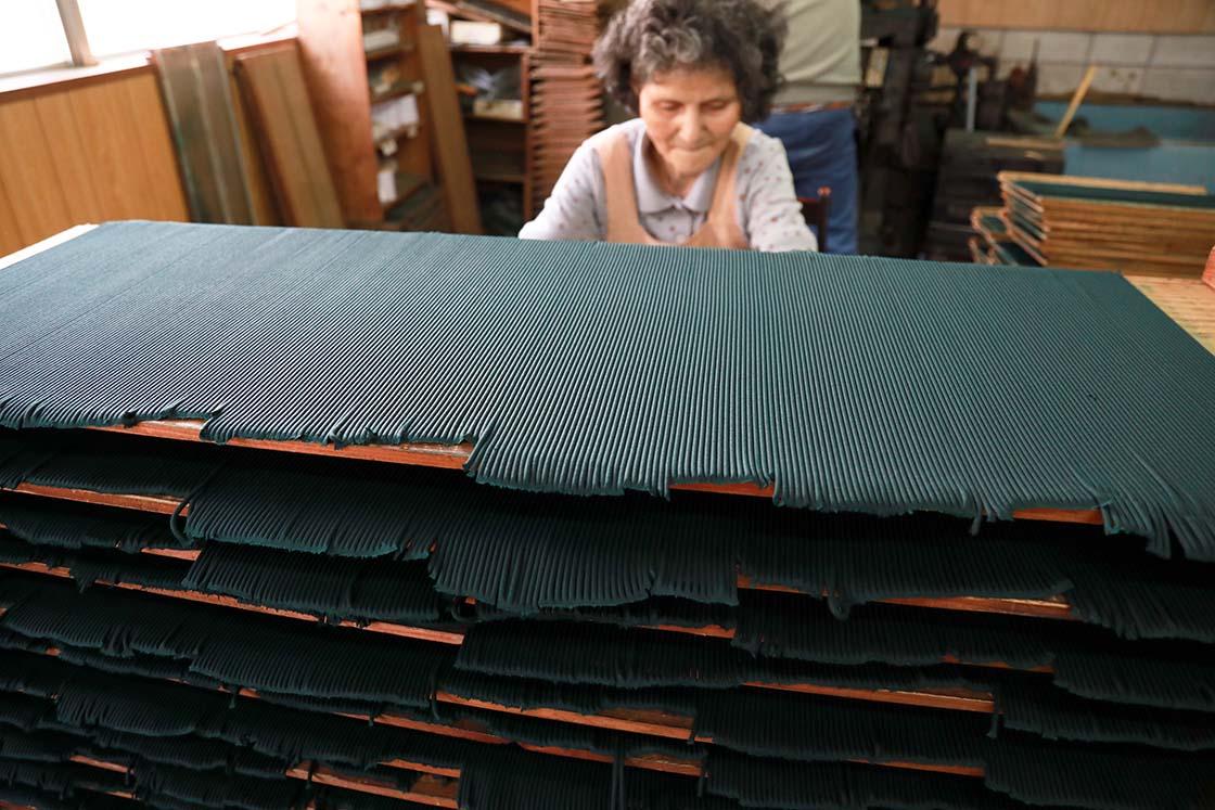 手作業の製作風景