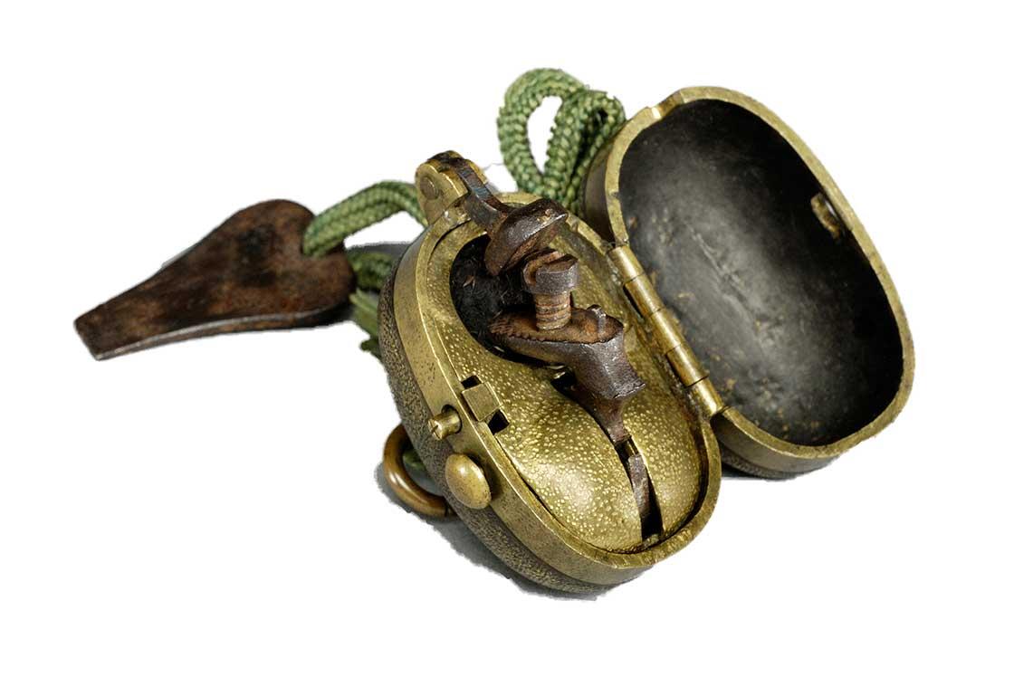 江戸後期に発明された火打ち石、火打ち金、火口の役割をひとつで担えるライターのような着火具