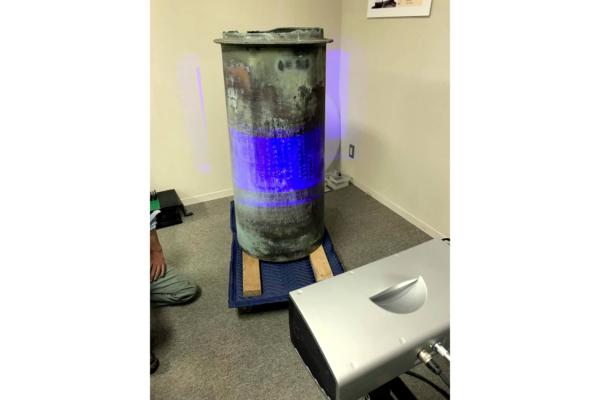 富山県総合デザインセンターの設備を使って、「擦管」のオリジナルを3Dスキャン(画像提供:高岡市)