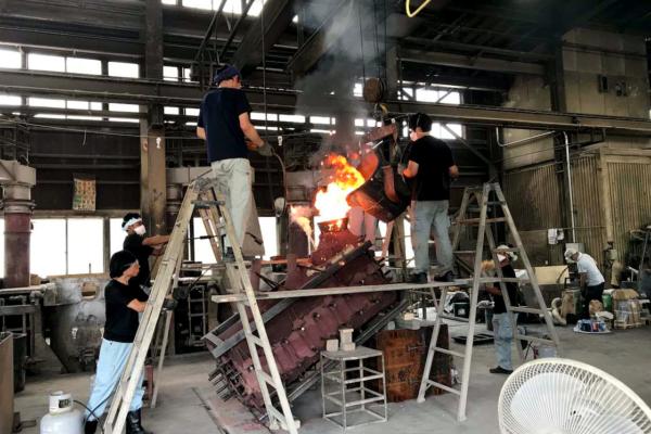 老子製作所での擦管鋳造の様子(画像提供:高岡市)