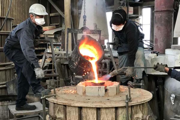 九輪の鋳造風景(老子製作所)(画像提供:高岡市)