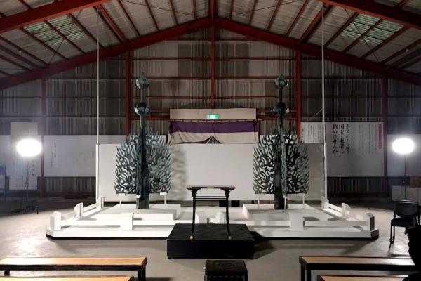 高岡で新調された水煙は薬師寺で組み立てられた。左が新調品、右がオリジナルの国宝の水煙(画像提供:高岡市)