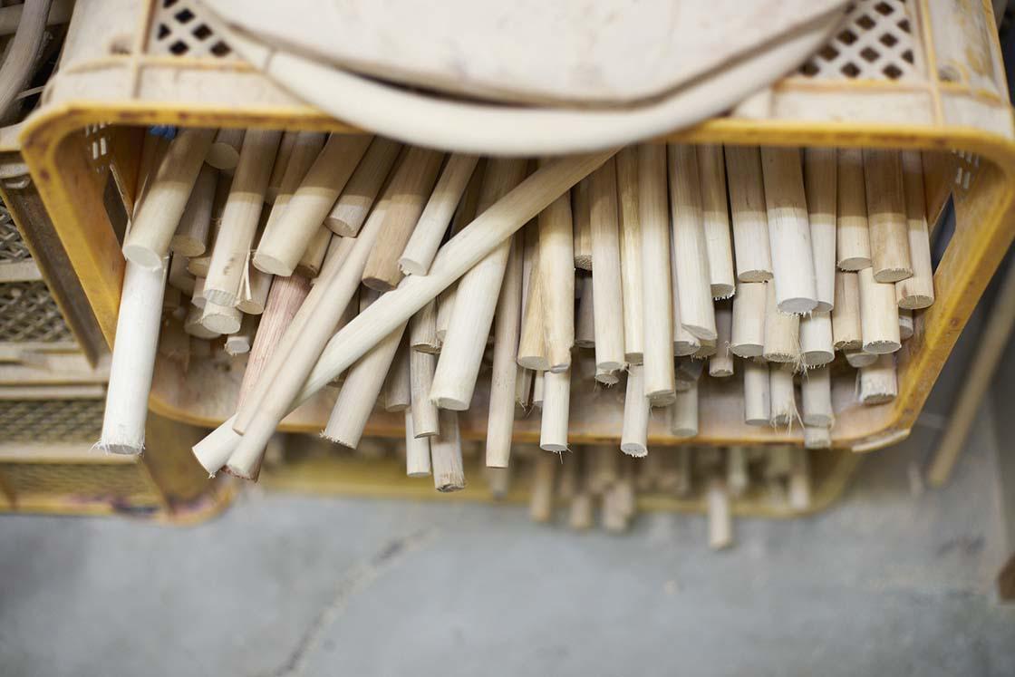 素材の籐(とう)は英語で「ラタン」と呼ばれます