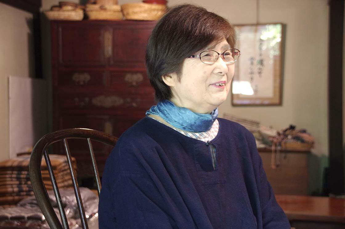 倉敷本染手織研究所の石上梨影子さん