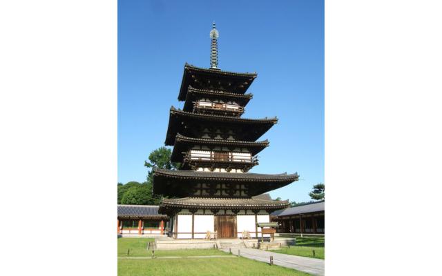 修理前の薬師寺東塔 (画像提供 薬師寺)