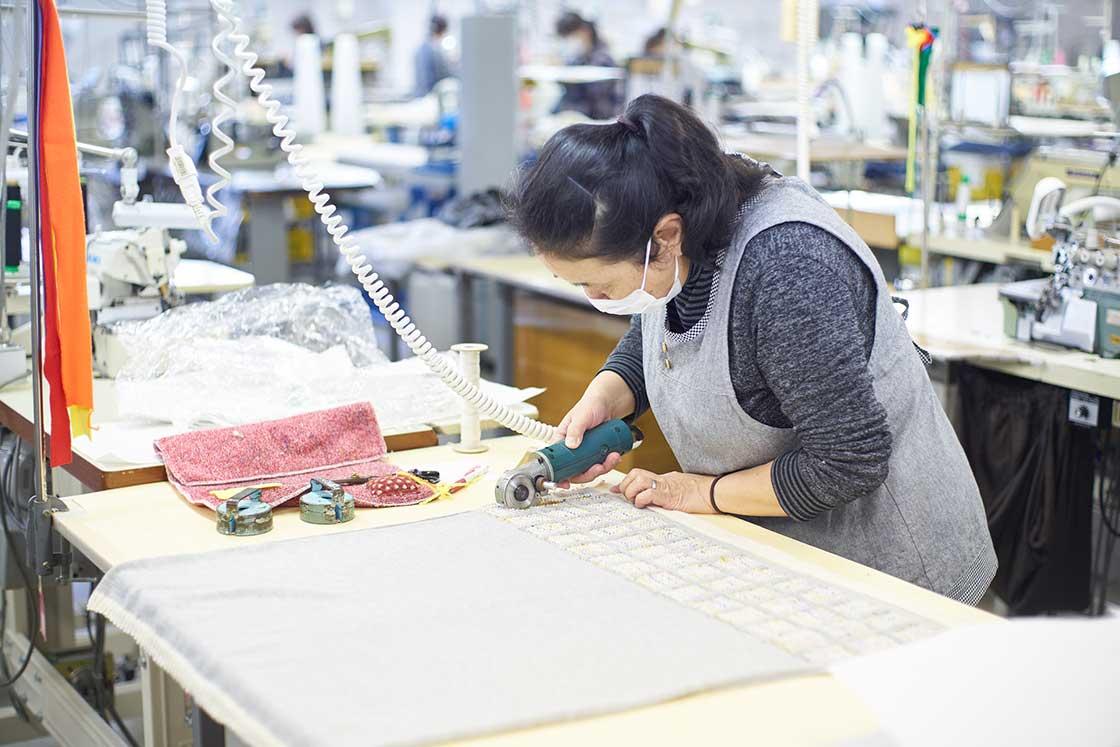 米富繊維の製造現場 カット