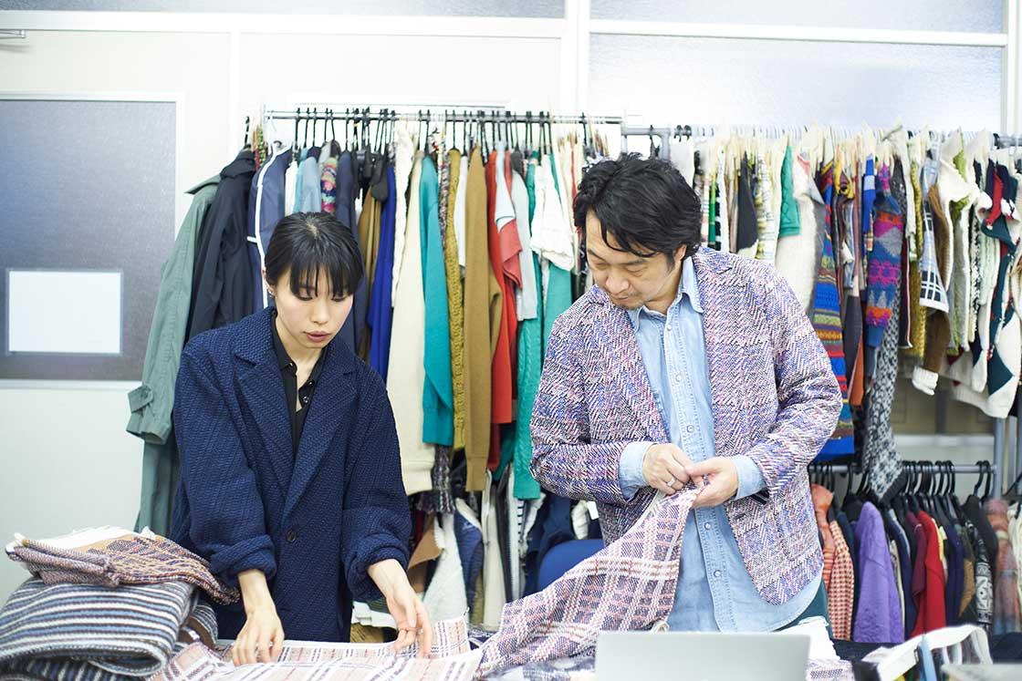 米富繊維の大江社長とデザイナーの神山さん