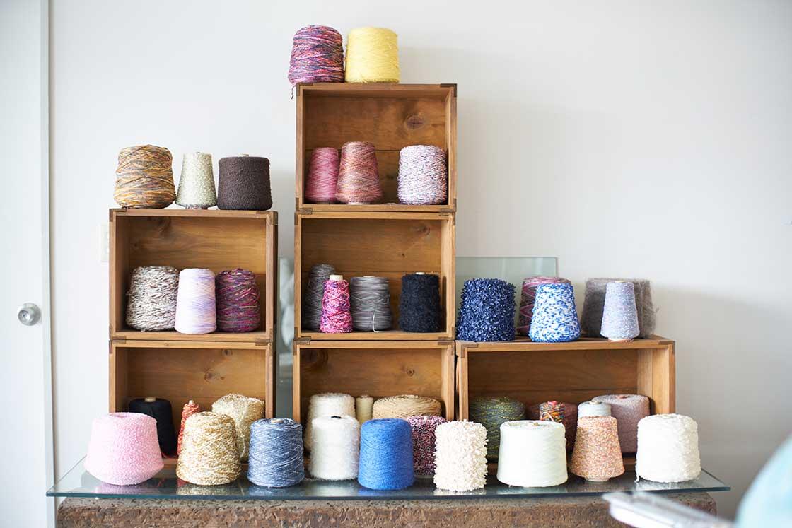 コーヘンの生地づくりに欠かせない様々な糸