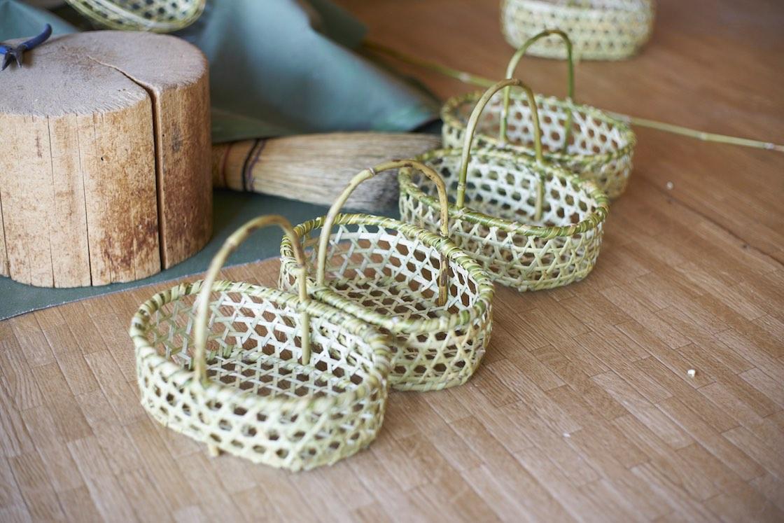 当日作っていたのは、りんごかごより小ぶりな「椀かご」。一番人気だそうです