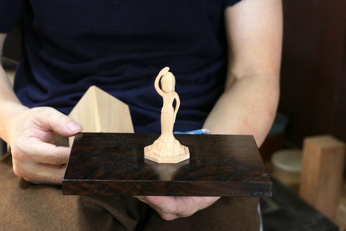 オリジナルで手がけた「誕生仏」。どこをとっても仏像は丸みを帯びている