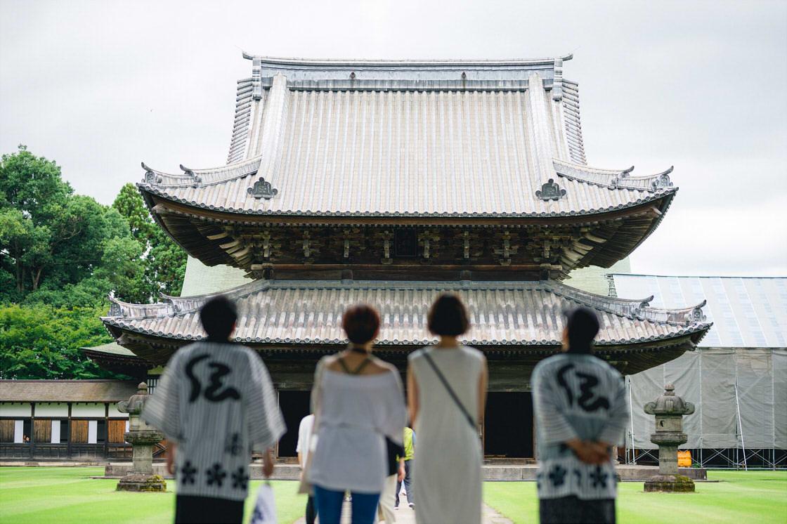 高岡クラフツーリズモ 寺への訪問の様子