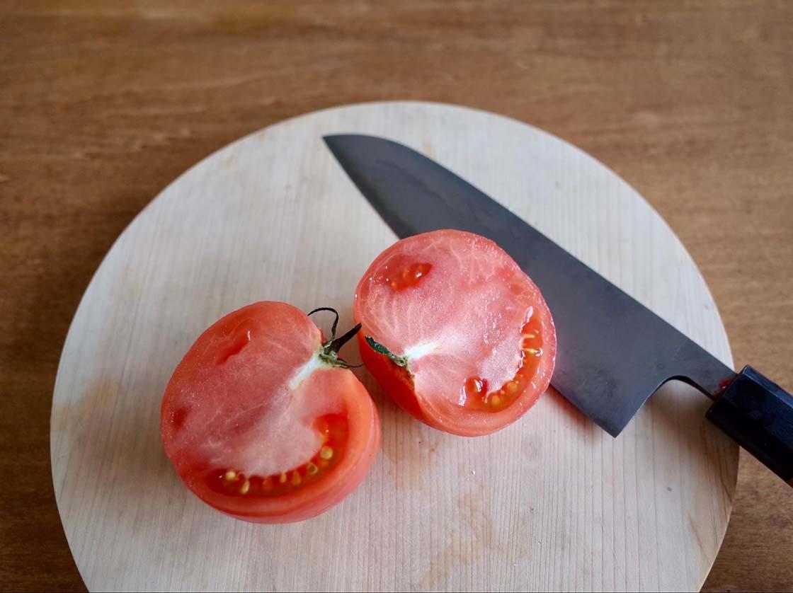 鋼包丁でのトマトの切れ味