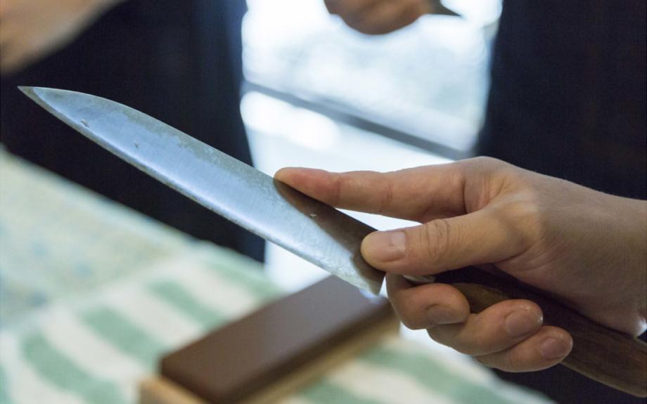 包丁の手入れを職人に習おう。庖丁工房タダフサによる研ぎ教室が開催