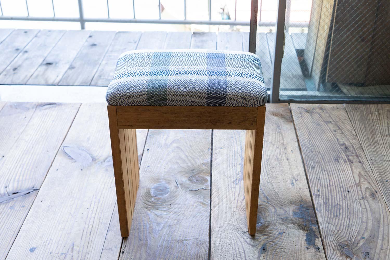 椅子地に使われているスウェーデン織りのテキスタイルもセキさん作。こちらはSalviaの商品「グランマストール」のサンプルに使われたのもの