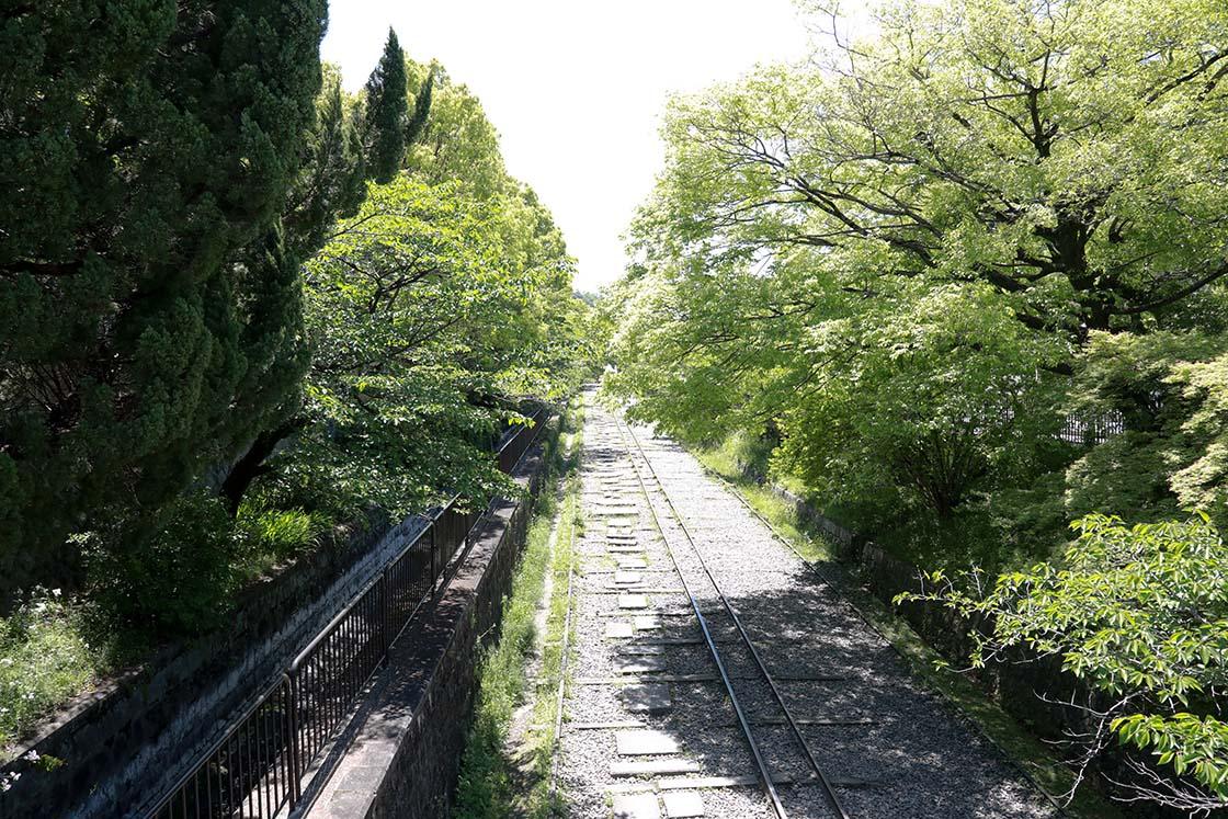 すぐそばの蹴上インクラインとともに、京都でも屈指の観光名所となっています