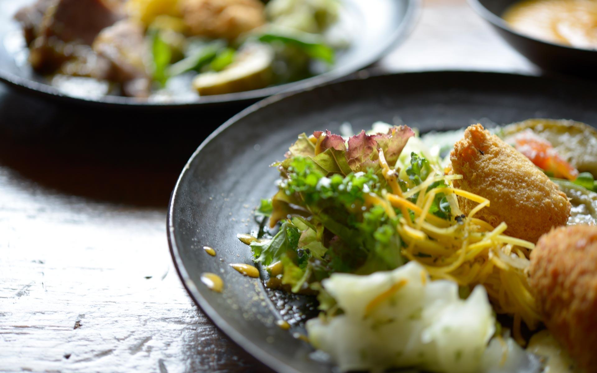 毎日使っていくうちに表情が変わるのが魅力だそう。野菜やソースの色が映え、料理をより美味しく見せてくれます