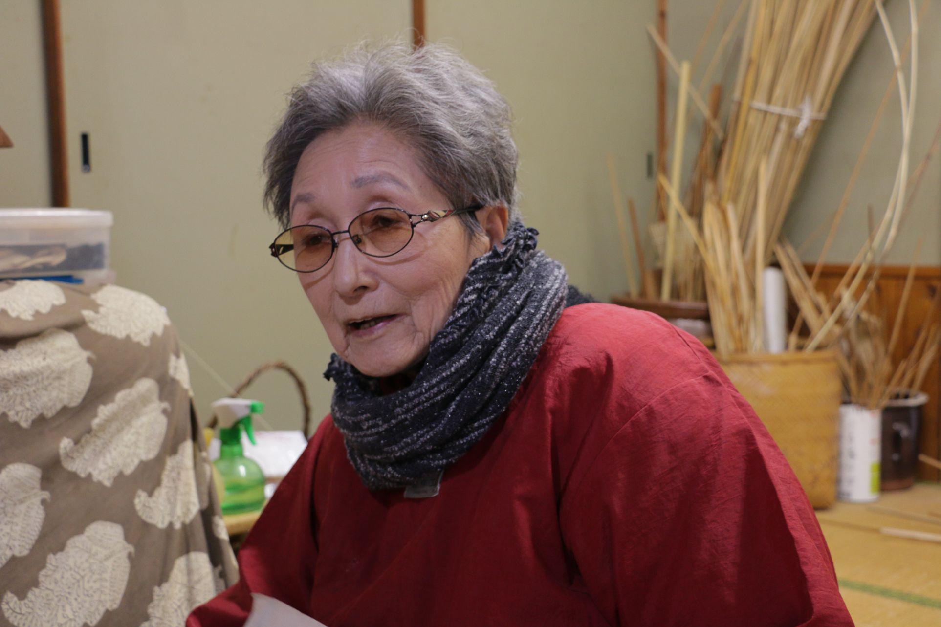 テキパキと手を動かす姿が印象的な宮崎直子さん