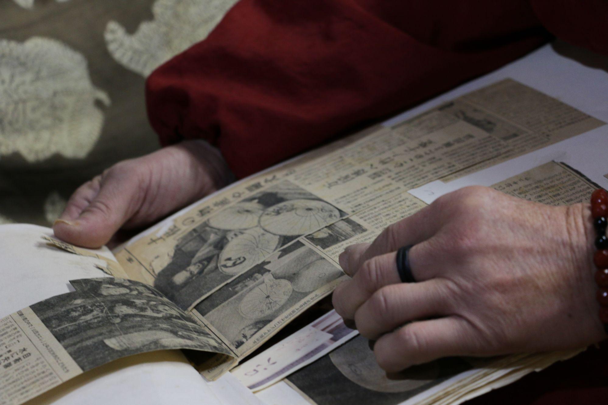 これまでの表彰された歴史や新聞記事、見学申し込みの手紙などが丁寧に保存されています
